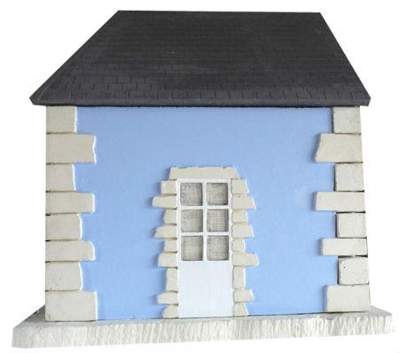 Mur bleu toiture ardoise